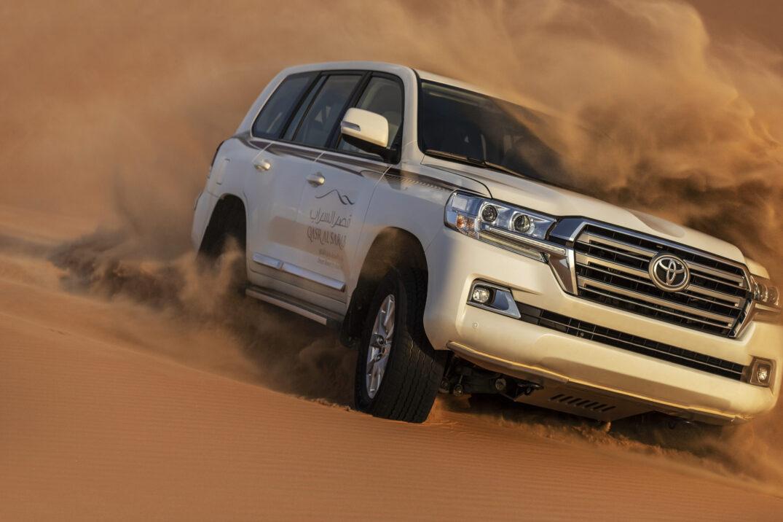 Qasr_Al_Sarab_Desert_Resort_By_Anantara_Recreation_Facility_Activities_Dune_Bashing_Car_Front